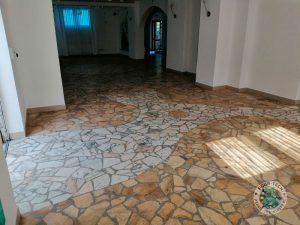Czyszczenie podłogi z kamienia