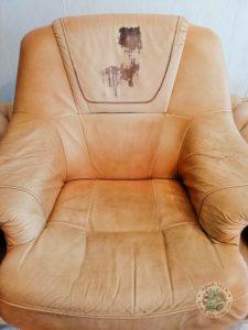 Fotel przed renowacją skórzanego pokrycia